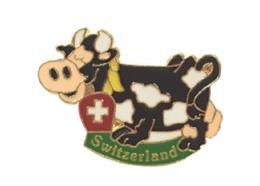 Pin Kuh (Swiss Cow), mit CH-Kreuz, Grösse: 25 mm.