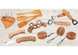 Articles promotionnels et souvenirs en bois avec personnalisation, prix sur demande.